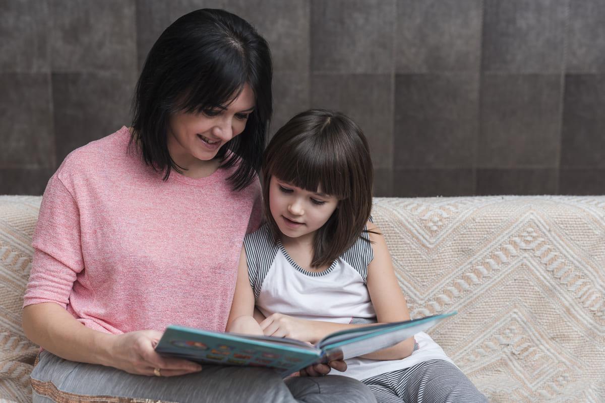 nino aprendiendo a leer